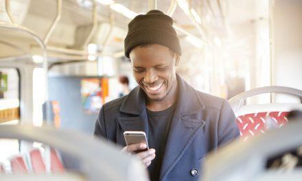 Vale a pena ou não comprar um carregador de celular universal?